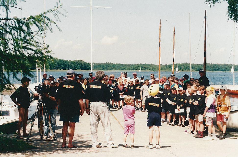 Przeglądasz zdjęcia w artykule: Międzynarodowe regaty w klasie Optymist – FRUGO CUP  4 – 6 lipca 1997