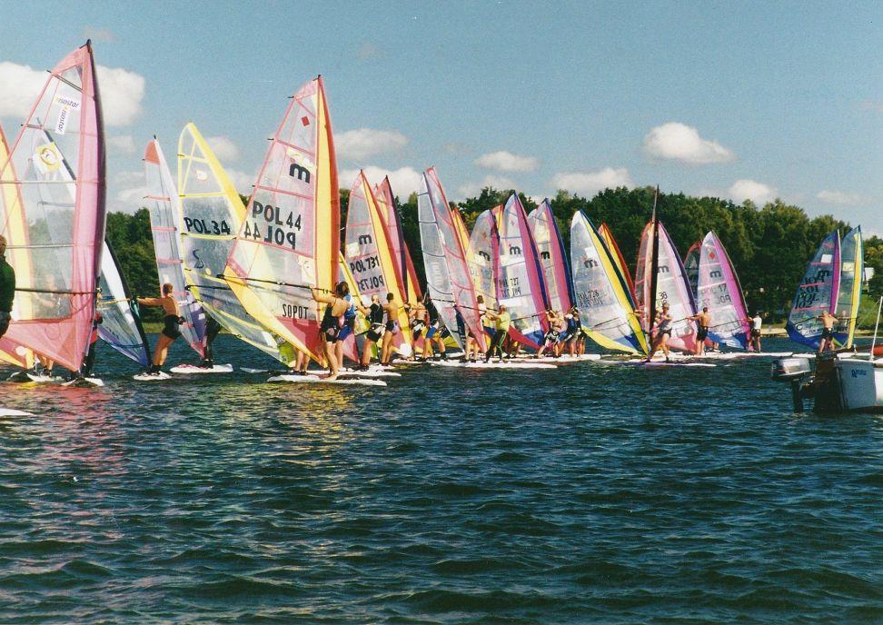 Przeglądasz zdjęcia w artykule: XVII Międzynarodowe Otwarte Akademickie Mistrzostwa Polski w Windsurfingu – 7 UP CUP  25-27 sierpnia