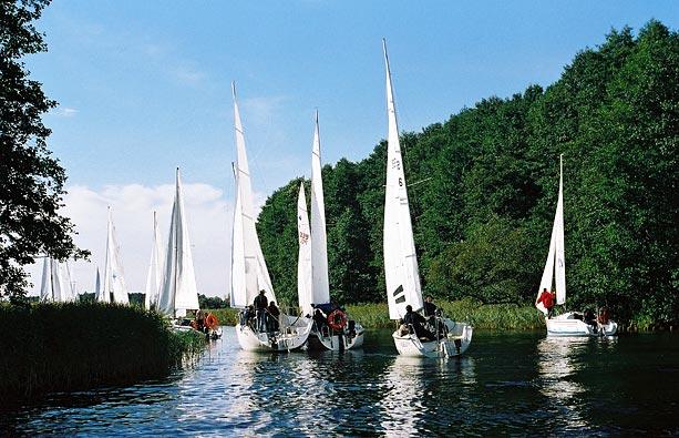 Przeglądasz zdjęcia w artykule: XIX Otwarte Akademickie Mistrzostwa Polski Jachtów Turystycznych 29 - 30 września 2001