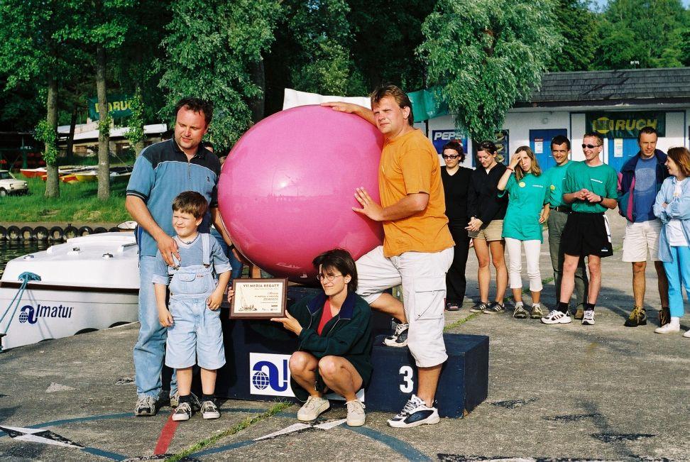 Przeglądasz zdjęcia w artykule: VII MEDIA REGATY 'W dziennikarskiej rodzinie'  24 - 25 maja 2002