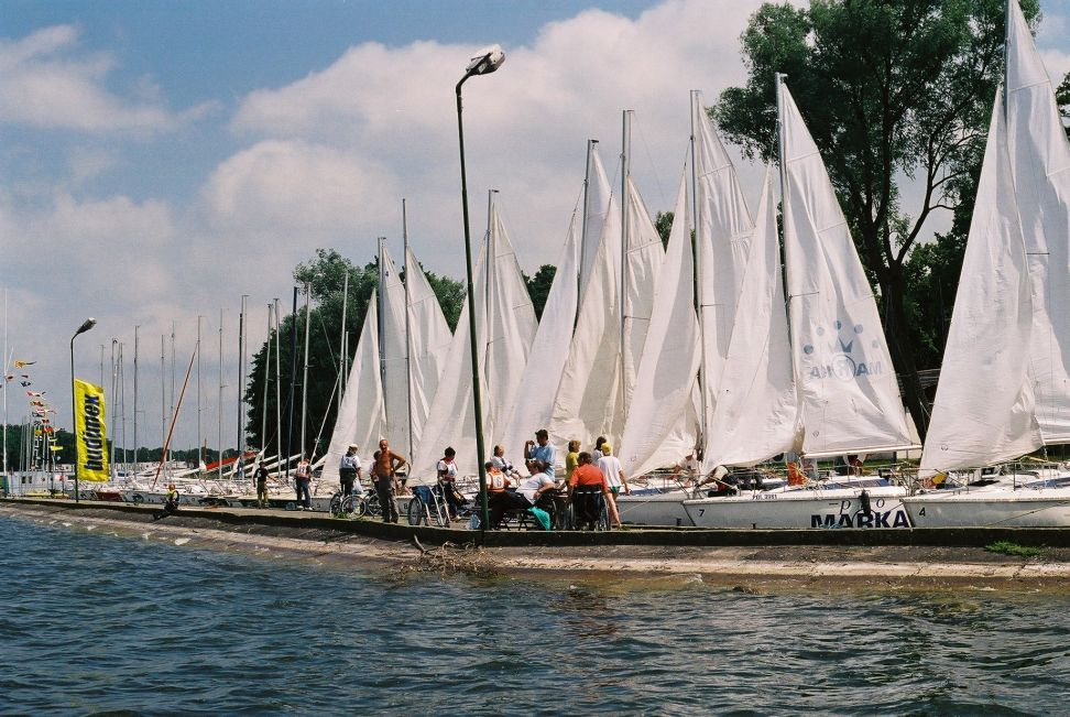 Przeglądasz zdjęcia w artykule: VIII Mistrzostwa Polski Żeglarzy Niepełnosprawnych  17 - 23 czerwca 2002