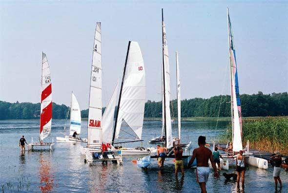 Przeglądasz zdjęcia w artykule: V Mistrzostwa Polski Katamaranów  31 sierpnia - 1 września 2002