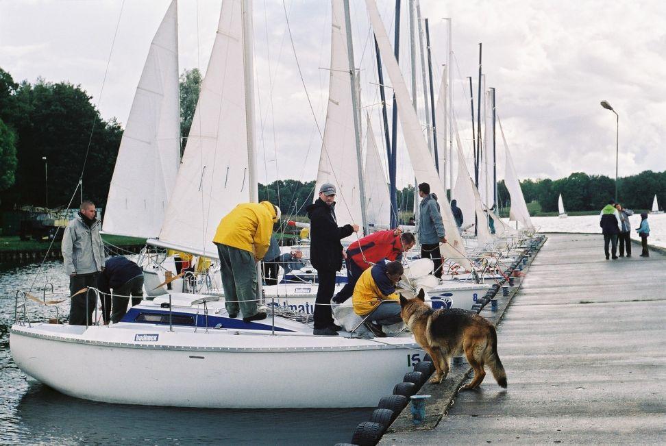 Przeglądasz zdjęcia w artykule: I Otwarte Żeglarskie Mistrzostwa Polski Poligrafów i Wydawców 'PrintCUP 2002' 14 - 15 września 2002