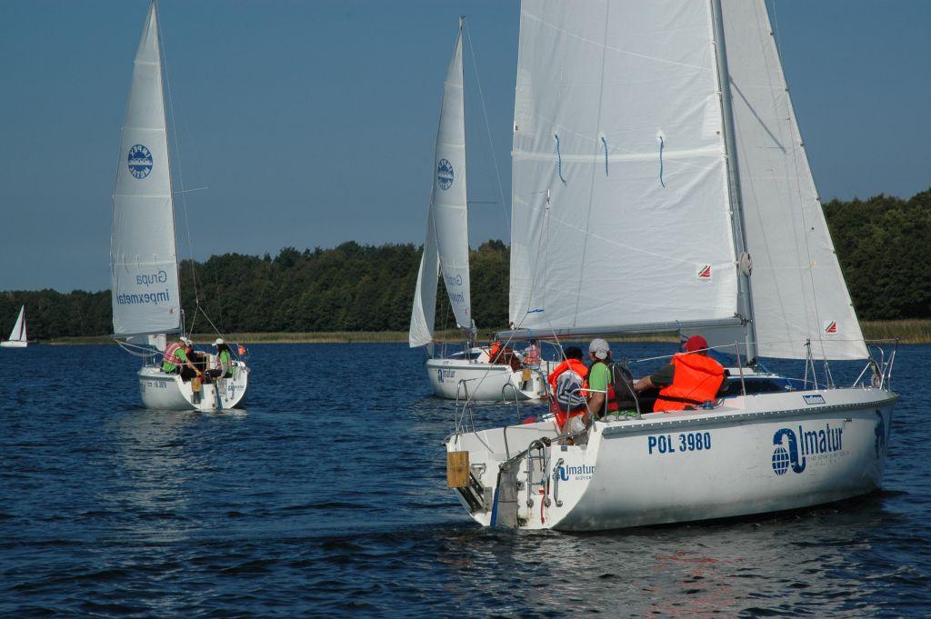 Przeglądasz zdjęcia w artykule: III Integracyjne Regaty ON o Puchar Dyrektora Oddziału W-M PFRON 15 – 17 września 2006