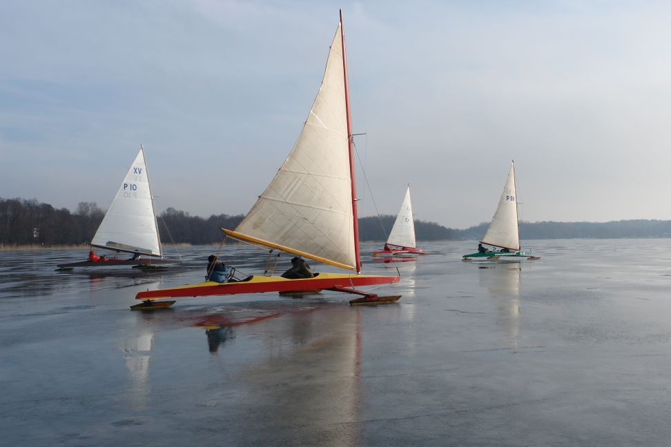 Przeglądasz zdjęcia w artykule: Puchar Mazurskiej Szkoły Żeglarstwa w klasie Monotyp XV 6 - 7 luty 2009