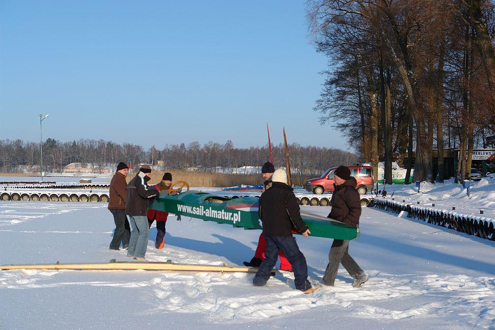 Przeglądasz zdjęcia w artykule: IV Integracyjne Regaty Bojerowe PZŻN 16 – 17 stycznia 2010