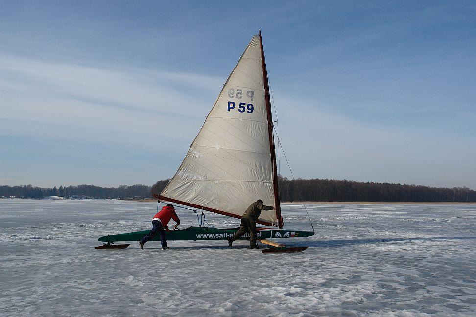 Przeglądasz zdjęcia w artykule: Puchar Mazurskiej Szkoły Żeglarstwa w klasie MONOTYP XV 28 luty 2010
