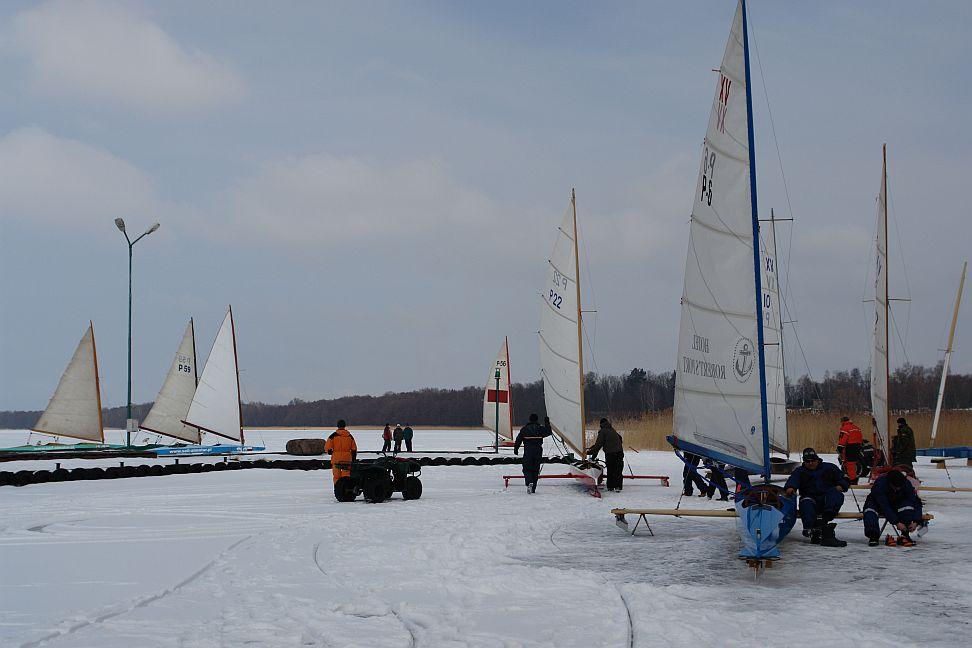 Przeglądasz zdjęcia w artykule: Otwarty Lodowy Puchar Burmistrza Miasta Gizycka Żeglarzy Niepełnosprawnych 6 - 7 marzec 2010