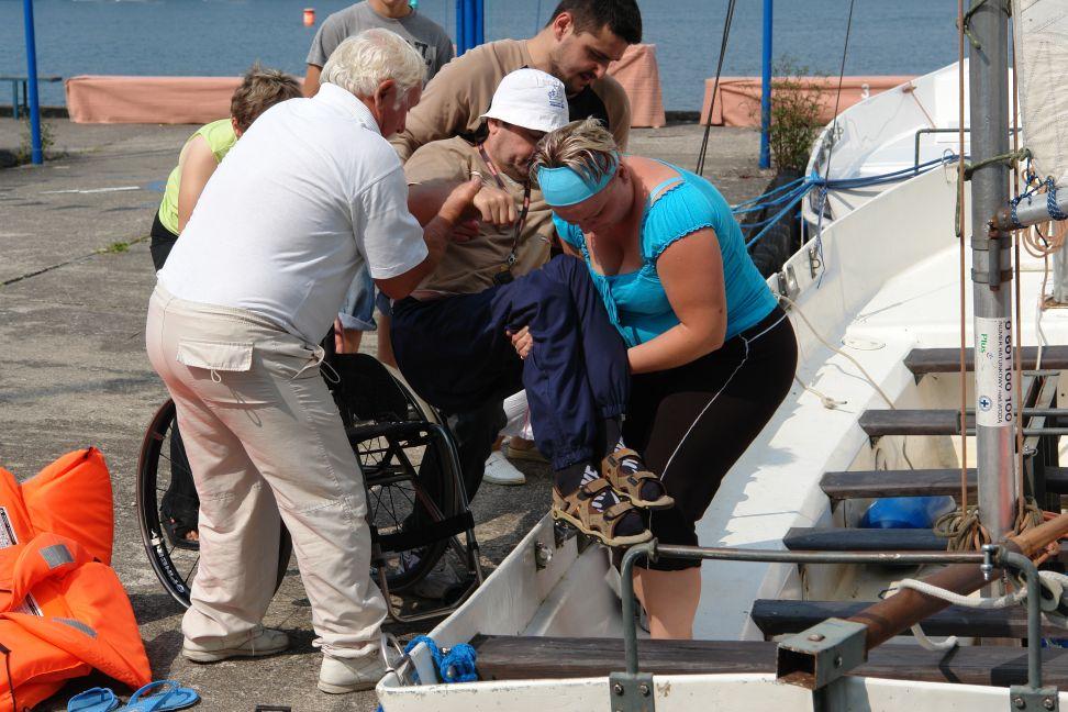 Przeglądasz zdjęcia w artykule: Obóz żeglarski Podkarpackiego Stowarzyszenia Aktywnej Rehabilitacji 19 - 27 sierpnia 2010