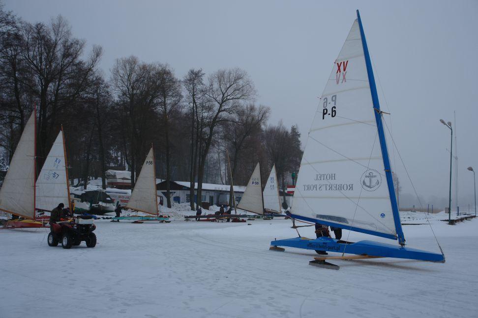 Przeglądasz zdjęcia w artykule: V Integracyjne Regaty Bojerowe PZŻN 15 – 16 stycznia 2011
