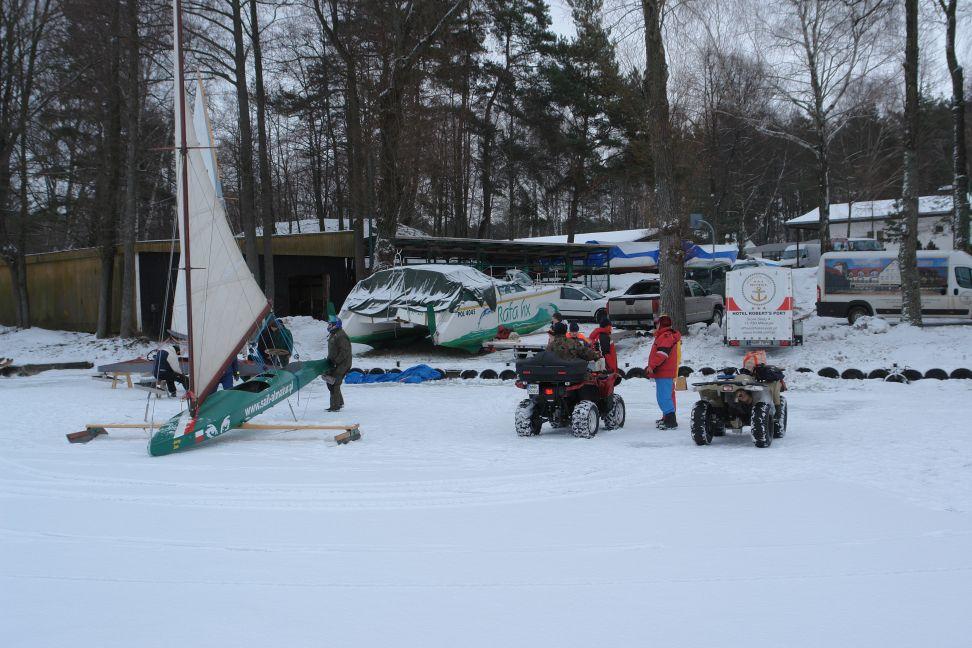 Przeglądasz zdjęcia w artykule: V Puchar Mazurskiej Szkoły Żeglarstwa w klasie MONOTYP XV 22 - 23 stycznia 2011