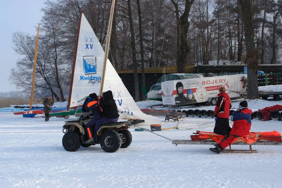 Przeglądasz zdjęcia w artykule: VI Puchar Mazurskiej Szkoły Żeglarstwa w klasie MONOTYP XV 11 - 12 luty 2012
