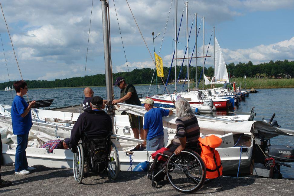 Przeglądasz zdjęcia w artykule: I Warsztaty Żeglarskie dla Osób Niepełnosprawnych 01 - 14 lipca 2013